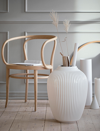 K hler design hammersh i bodenvase for Stuhl design thonet