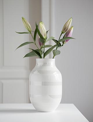 Große Blumenvase kähler design omaggio vasen elbdal de skandinavische wohnaccessoires