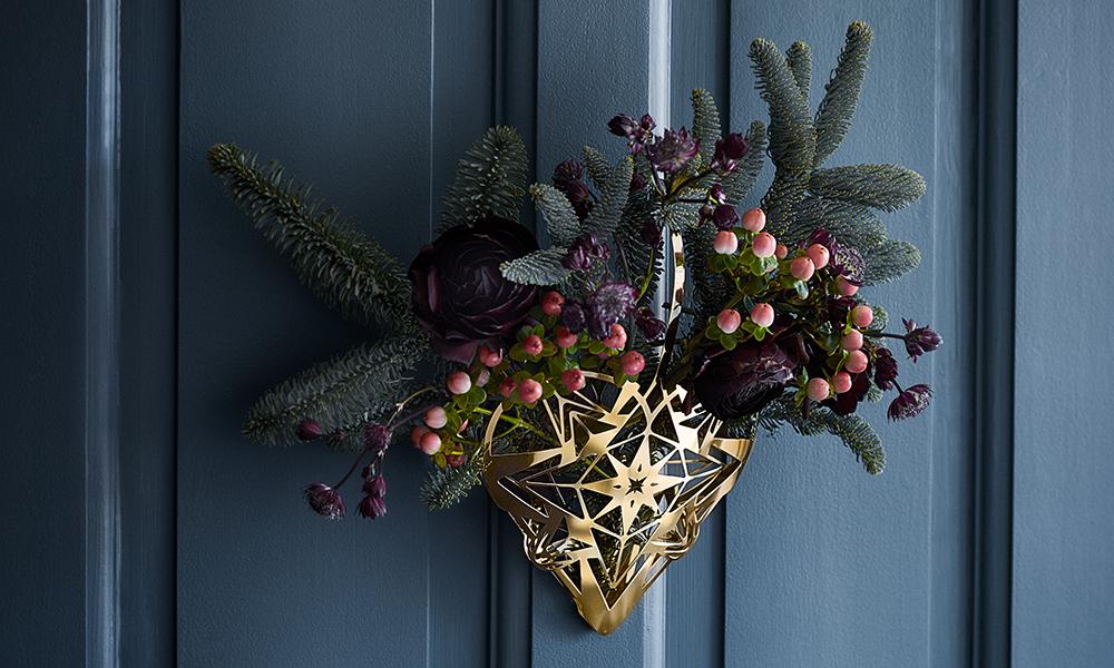 attraktiv Weihnachtlicher Tuerschmuck Part - 12: Karen Blixen großer Herzanhänger in Gold - weihnachtlicher Türschmuck mit  Tannengrün, Rosen und Rote Schneebeere